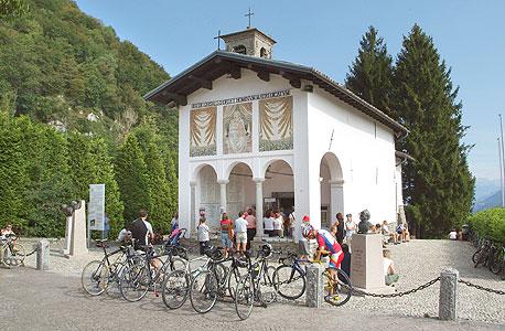 הכנסייה בגיזאלו. טיפוס צליינות לפטרונית של הרוכבים
