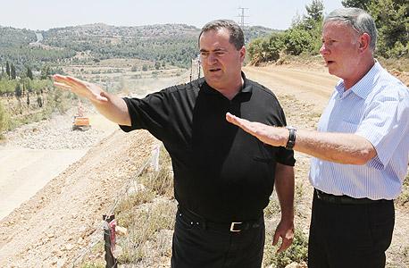"""שר התחבורה ישראל כץ שי ברס מנכ""""ל חברת נתיבי ישראל כביש 1, צילום: אלכס קולומויסקי"""