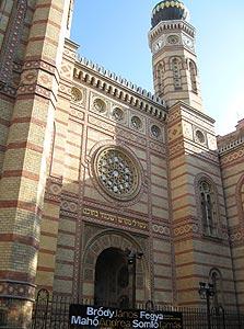 בית הכנסת הגדול, בודפשט. התפילה מלווה בנגינת עוגב