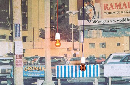 """Bus Stop and the lights flash"" של ג'ונתן מונק, ביתן גלריה דביר"