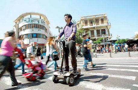 """אמיר זייד וה־MUVe. """"אופניים, סגוויי, קורקינטים - כולם מותאמים לכביש. אני רציתי משהו שיותאם ללקוח"""""""