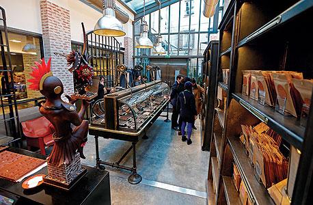 החנות הצמודה למפעל, צילום: רויטרס