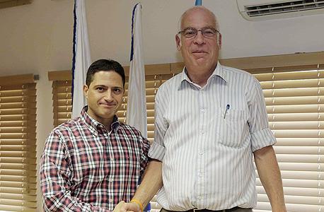 שר והשיכון אורי אריאל (מימין) רוביק דנילוביץ ראש עיריית באר שבע, צילום: משרד הבינוי והשיכון
