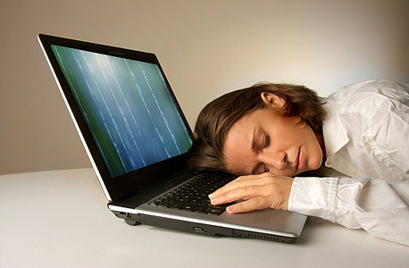 חוסר שעות שינה פוגע ביעילות ובסופו של דבר גם בשכר