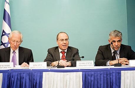 שר האוצר יאיר לפיד שר האנרגיה סילבן שלום ונגיד בנק ישראל סטנלי פישר, צילום: טלי מאייר