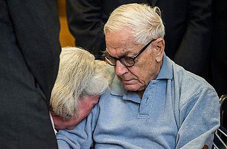 המיליארדר בן ה-89 שגנב מאמו מיליונים - לכלא