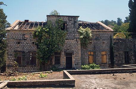 """""""בית הרופא"""", במתחם בית בוסל, עזוב ומוזנח (ארכיון), צילום: שי פרקש"""