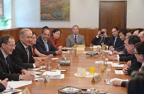 """ראש הממשלה בנימין נתניהו אנשי עסקים מסין יוג'ן קנדל, צילום: עמוס בן גרשום, לע""""מ"""