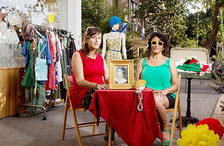 """פרלה (מימין) ונועה כהן, אם ובת, בעלות חנות הווינטג' אלוירה. """"יש כאן שוק למוצרים האלה"""""""