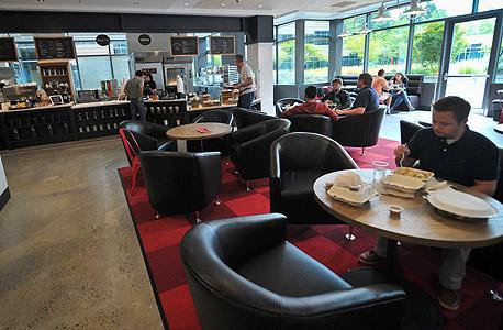 חדר האוכל של מיקרוסופט ברדמונד, מממנת גם תוכניות כושר לעובדים