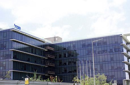 בניין חברת הביטוח מגדל בקרית אריה פתח תקוה, צילום: עומר הכהן