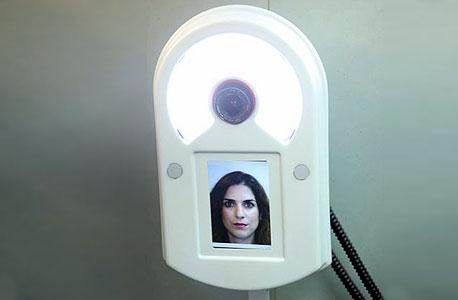 מצלמת זיהוי פנים בעמדת רישום למאגר הביומטרי, צילום: עמית שעל