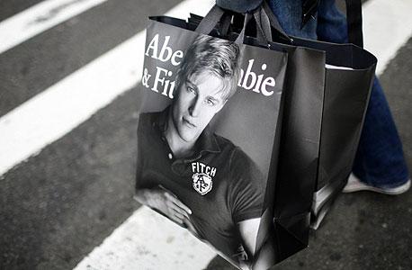 רוצים לקנות חולצה שחורה? ותרו על רשת אברקרומבי