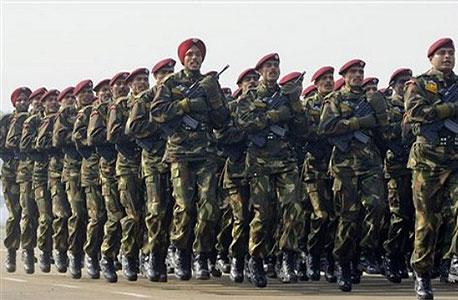 חיילים בצבא הודו. עד 2020 ההוצאות הצבאיות של הודו יהיו במקום הרביעי בעולם בגודלן