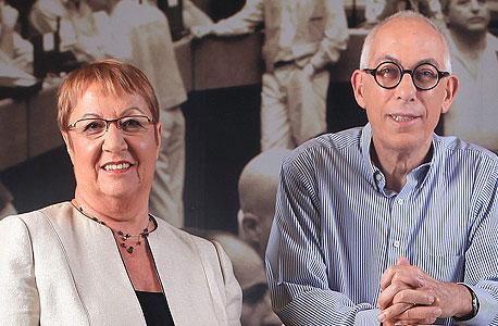 סם ברונפלד (מימין) ואסתר לבנון. למרות הביקורת היו גם נקודות חיוביות
