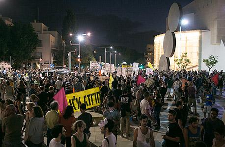 """אלפים הפגינו ברחובות תל אביב: """"לשנות עכשיו את המציאות"""""""