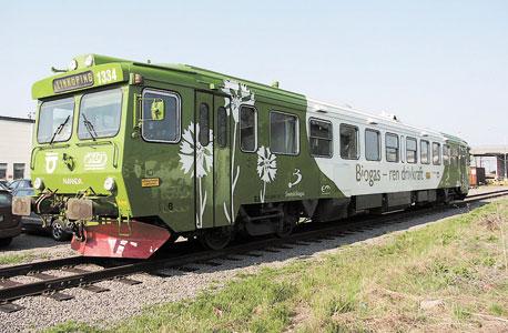 """הרכבת השבדית """"אמנדה"""" הנוסעת על קו בן 120 ק""""מ באמצעות דלק שמופק מצואה"""