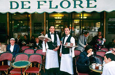 פריז צרפת מלצר מלצרים פנסיה מסעדה בית קפה