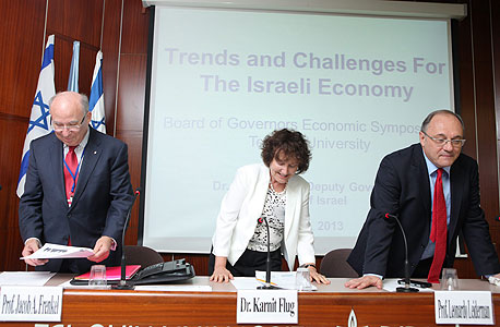 מימין ליאו ליידרמן קרנית פלוג יעקב פרנקל בפאנל על כלכלה בינלאומית, צילום: עמית שעל