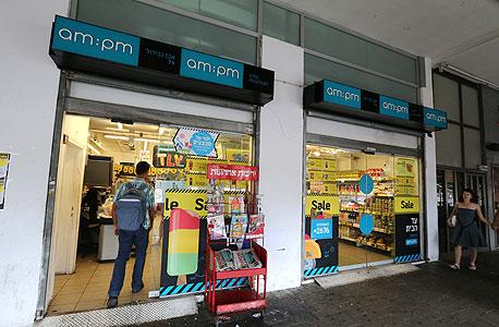 סניף am:pm בתל אביב. לרשתות משתלם לפתוח את החנות ולספוג את הקנס