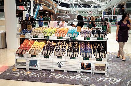 דוכן נעלים של מרשה בלרינה בלונדון