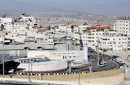מחסום שועפאט במזרח ירושלים, צילום: עטא עוויסאת