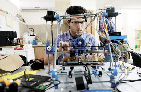 """""""בתי הספר מדשדשים ביכולת שלהם לתת ידע טכנולוגי רלוונטי"""""""