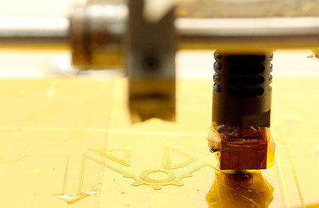 הייצור הביתי הוא המהפיכה התעשייתית הבאה. מדפסת 3D בעבודה