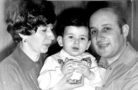 סופי שולמן, בת יחידה, בת שנתיים, עם הוריה בוריס וגליה, סנט פטרבורג, 1978