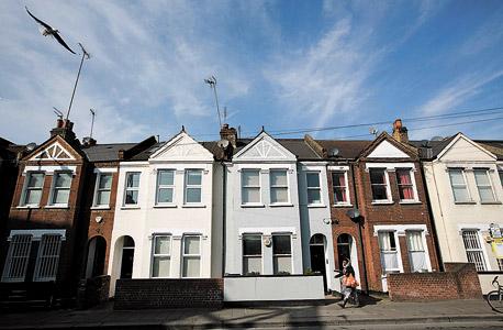 לונדון. 64 משכורות לרכישת דירה ממוצעת