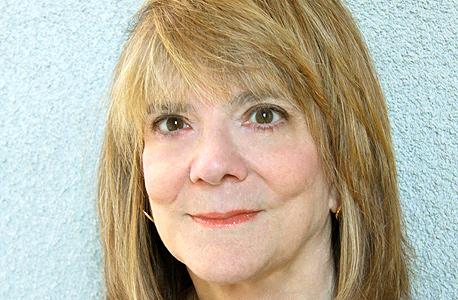 פרופ' אליזבת לופטוס. הדגימה מניפולציות על זיכרון של עדים