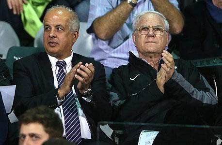 """אבי לוזון (משמאל). יו""""ר הוועדה הכל יכול, צילום: אורן אהרוני"""