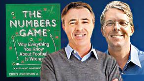 """דיוויד סאלי (מימין) וכריס אנדרסון. """"הכדורגל סגור לשינויים ופיתוחים"""""""