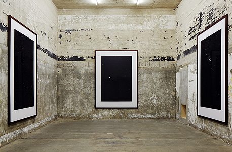 """""""כוכבים"""", עבודה של תומס רוף המוצגת בבונקר, צילום: NOSHE"""