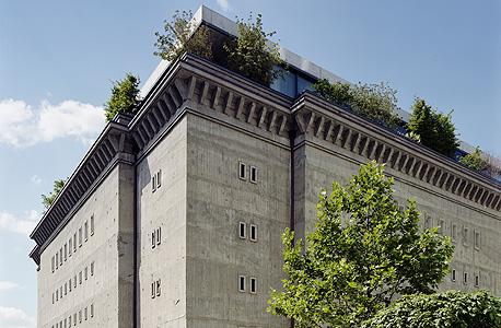מראה מבחוץ של הבונקר. נבנה על ידי עובדי כפייה בפיקוחו של אלברט שפאר, שר החימוש הנאצי