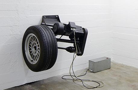 """""""זמן הוא לא אוטוסטרדה"""", עבודה של מיכאל סיילסטורפר , צילום: NOSHE"""