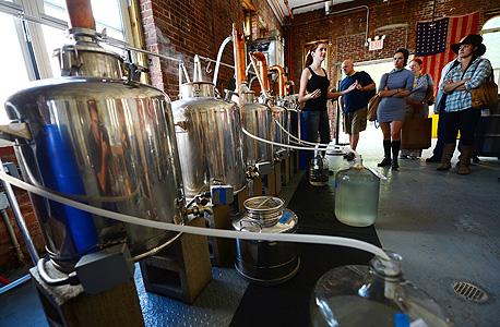 Kings County Distillery. מבשלת וויסקי ומונשיין. Brooklyn Navy Yard, Bldg 121, צילום: איי אף פי