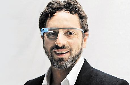 מייסד גוגל סרגיי ברין מרכיב גוגל גלאס, צילום: אי פי איי