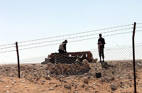 עמדה מצרית בגבול בין מצרים לישראל (ארכיון)