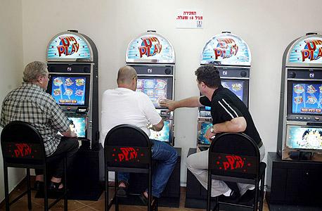 מכונות הימורים של מפעל הפיס. גם אצלנו רוב המכונות ממוקמות בשכונות עניות, צילום: מיכאל קרמר