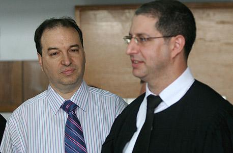 """עו""""ד שלמה נס (משמאל) ועו""""ד עמית לדרמן מצוות משרדו בבית המשפט. """"איזנו בין זכויות הצדדים"""""""