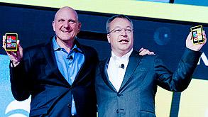"""מנכ""""ל מיקרוסופט היוצא סטיב באלמר (משמאל) ומנכ""""ל נוקיה סטיבן אלופ, צילום: בלומברג"""