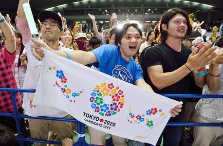 טוקיו יפן אזרחים שמחים לאחר בחירת העיר לאירוח אולימפיאדת 2020 אולימפיאדה, צילום: בלומברג