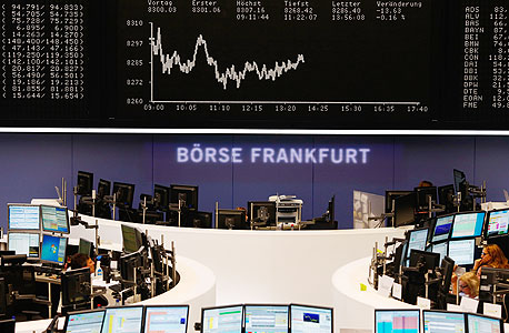 """מסחר בבורסה בפרנקפורט בתחילת החודש. """"כשאדם קונה מניה, ב־75%–80% מהמקרים זה ממכונה ולא מבן אדם, וזו מגמה עולמית"""""""