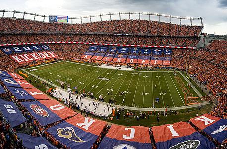האצטדיון של דנבר ברונקוס. אם אפשר להרוויח כסף ממשהו - ב-NFL ידאגו להרוויח מזה, צילום: אם סי טי