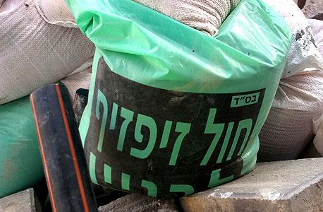 שק חול באתר בנייה ברחוב הרצל