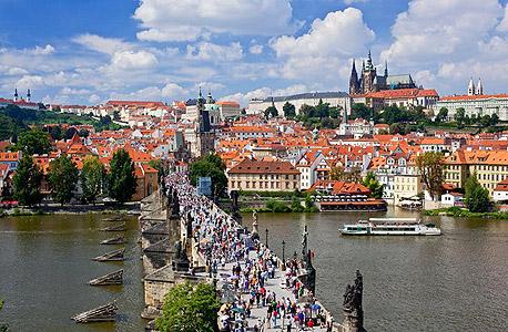 """צ'כיה הכי זולה: 847 דולר לאייפון, רק 31% יותר מארה""""ב"""