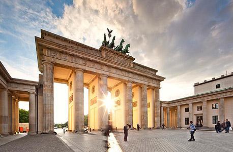 """גרמניה: 894 דולר, 38% יותר מארה""""ב לאייפון"""