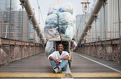 מייקל. נח על גשר ברוקלין, צילום: chris arnade