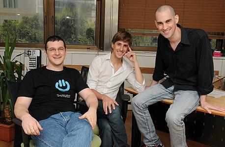 """מימין: תומר דביר מייסד ומנכ""""ל סולוטו, ישי גרין מייסד ו-CTO ורועי אדלר סמנכ""""ל מוצרים"""